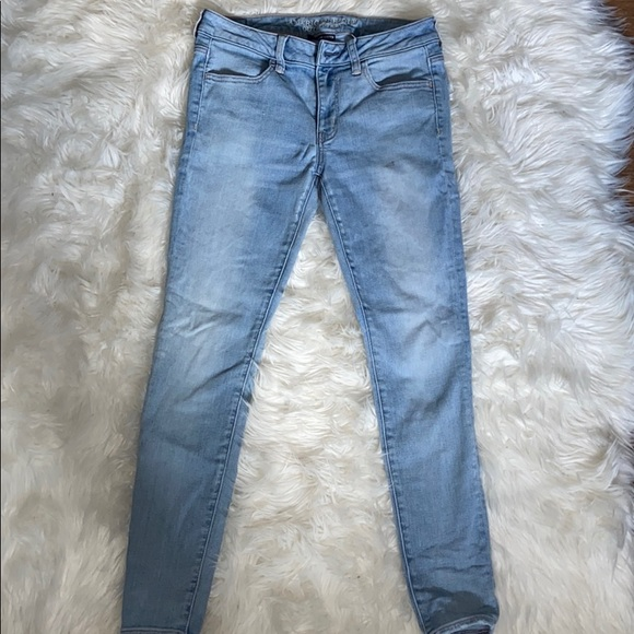 Size 8 American eagle skinny jeans